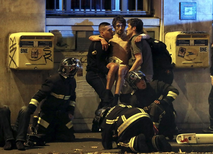 An injured man is carried out of the Bataclan following fatal shootings in Paris, France, November 13, 2015. Photo: Reuters/Christian Hartmann