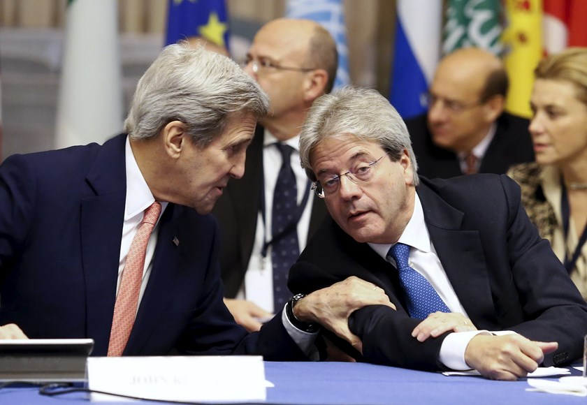 U.S. Secretary of State John Kerry (L) and Italian Foreign Minister Paolo Gentiloni talk during a meeting in Rome, Italy, December 13, 2015. Photo: Reuters/Remo Casilli