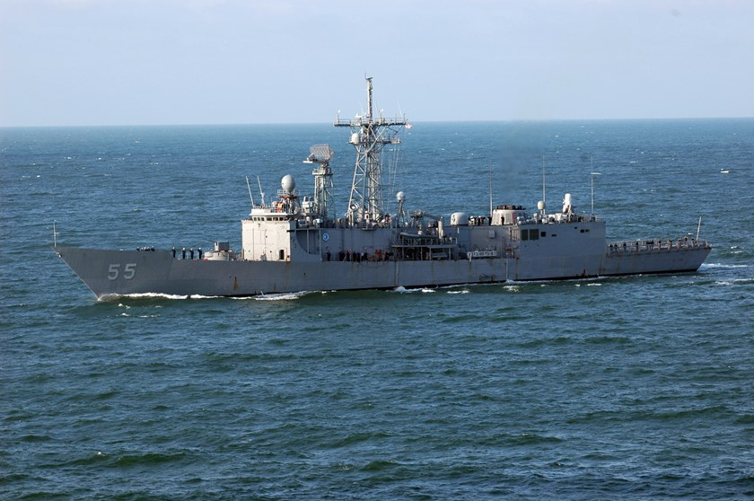 Guided-missile frigate USS Elrod (FFG 55) sails toward Norfolk, Va. U.S. Navy photo by Mass Communication Specialist 3rd Class Patrick Gearhiser. Photo: Wikimedia Commons