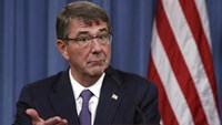 U.S. Defense Secretary Ash Carter speaks during a joint news conference following a meeting with his British counterpart Michael Fallon at the Pentagon in Washington December 11, 2015. Photo: Reuters/Kevin Lamarque