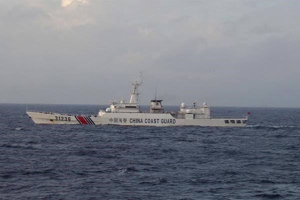 China Coast Guard vessel No. 31239 sails in the East China Sea near the disputed isles known as Senkaku isles in Japan and Diaoyu islands in China, in this handout photo taken and released by the 11th Regional Coast Guard Headquarters-Japan Coast Guard December 22, 2015. Photo: 