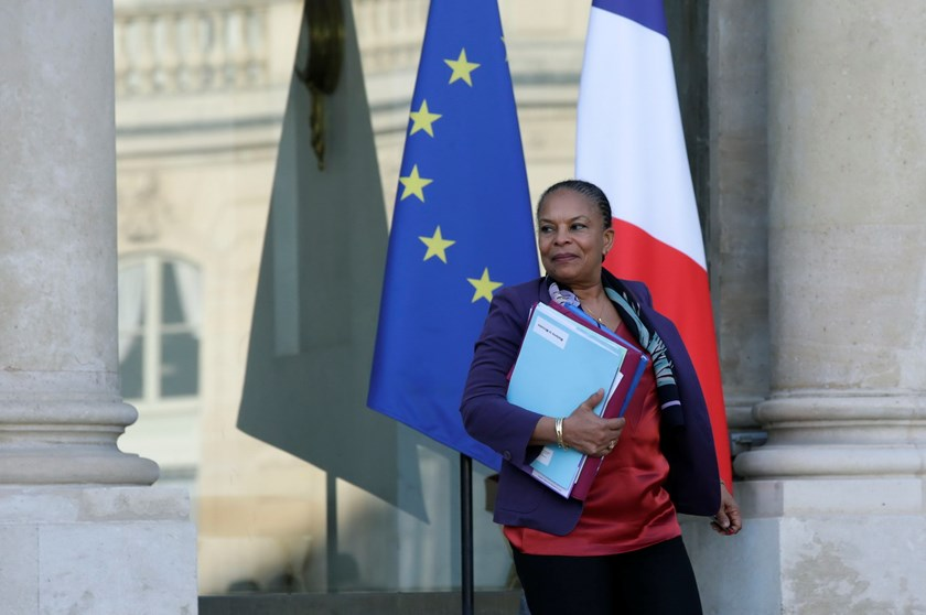 French Justice Minister Christiane Taubira leaves the Elysee Palace in Paris, France, December 23, 2015, following the weekly cabinet meeting and a news conference where the prime minister presented reform proposals. Photo: Reuters/Philippe Wojazer