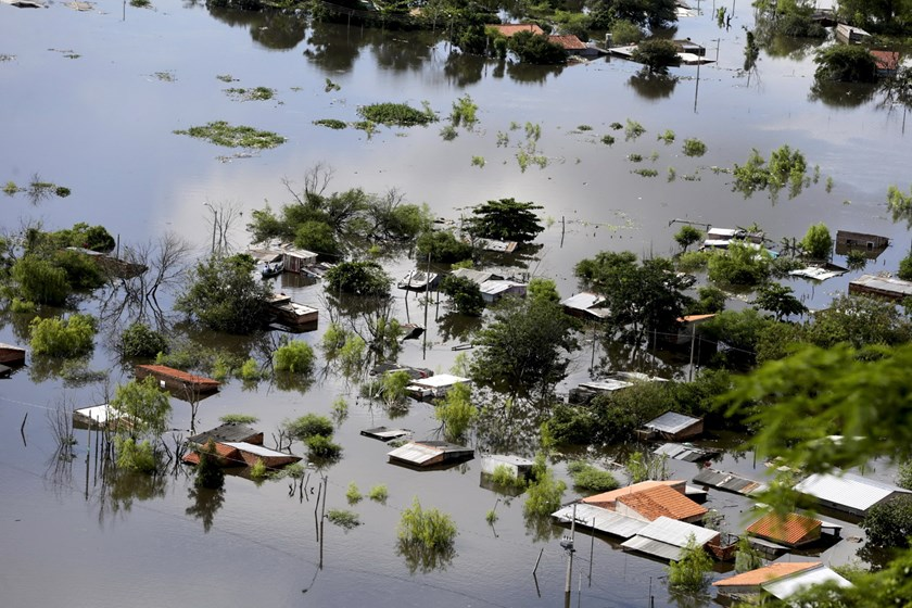 Houses are partially submerged in floodwaters in Asuncion, Paraguay in this December 20, 2015 file photo. In the worst affected country, Paraguay, around 90,000 people in the area around the capital city of Asuncion have been evacuated, the municipal Emergency Office said. Photo: Reuters/Jorge Adorno/Files