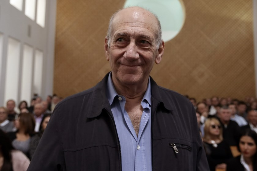 Former Israeli prime minister Ehud Olmert is seen in the court room as he waits for the judges at the Supreme Court in Jerusalem on December 29, 2015. Photo: AFP/Pool /Gali Tibbon