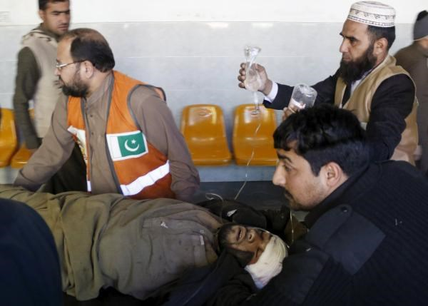 Rescue workers move a man who sustained injuries in a suicide attack at a government office, to Lady Reading Hospital in Peshawar, Pakistan, December 29, 2015. Photo: Reuters/Khuram Parvez