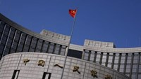 A Chinese national flag flutters outside the headquarters of the People's Bank of China, the Chinese central bank, in Beijing, April 3, 2014. Photo: Reuters/Petar Kujundzic
