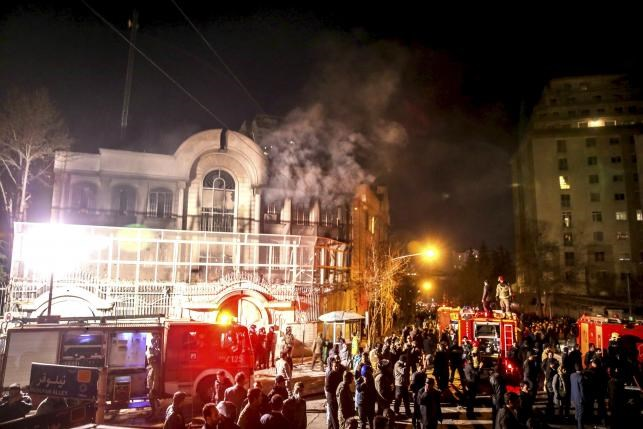 Flames rise from Saudi Arabia's embassy during a demonstration in Tehran January 2, 2016. Photo: Reuters/TIMA/Mehdi Ghasemi/ISNA