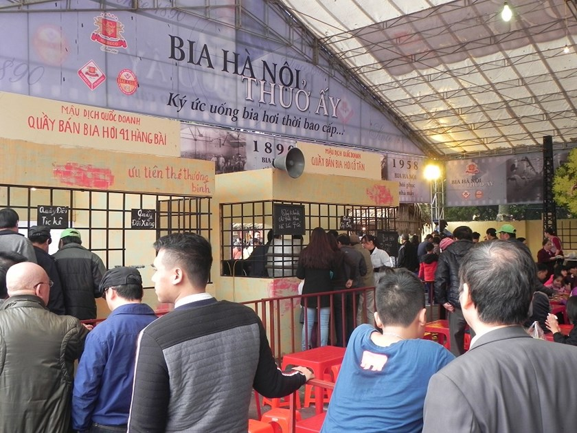 The beer stand which reminded visitors of the way draft beer was sold in Hanoi in the days of government subsidies. Photo: Thuy Linh