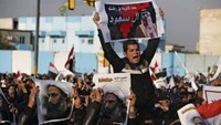 Supporters of Shi'ite cleric Moqtada al-Sadr protest against the execution of Shi'ite Muslim cleric Nimr al-Nimr in Saudi Arabia, during a demonstration in Baghdad January 4, 2016. The poster reads, 'Innocent blood on your hands, Al-Saud'. Photo: Reuters/Thaier Al-Sudani