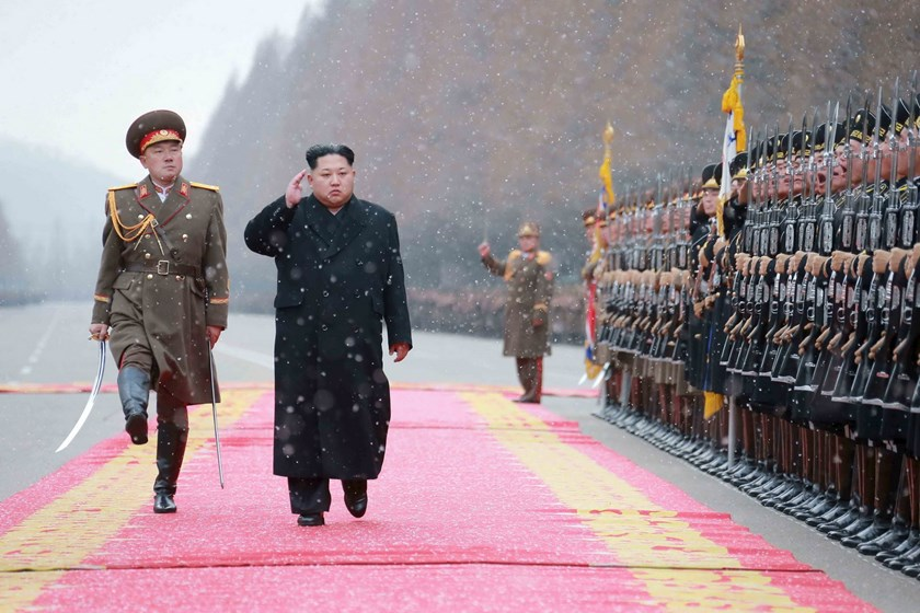 North Korean leader Kim Jong Un salutes during a visit to the Ministry of the People's Armed Forces on the occasion of the new year, in this undated photo released by North Korea's Korean Central News Agency (KCNA) on January 10, 2016. Photo: Reuters/KCNA