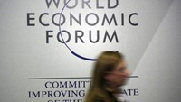 A person passes by a logo of the World Economic Forum (WEF) in the congress centre during the annual meeting of the World Economic Forum (WEF) in Davos, Switzerland January 20, 2016. Photo: Reuters/Ruben Sprich