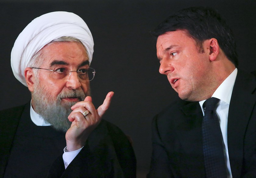 Iran President Hassan Rouhani (L) talks with Italian Prime Minister Matteo Renzi at the Campidoglio palace in Rome, Italy, January 25, 2016. Photo: Reuters/Alessandro Bianchi