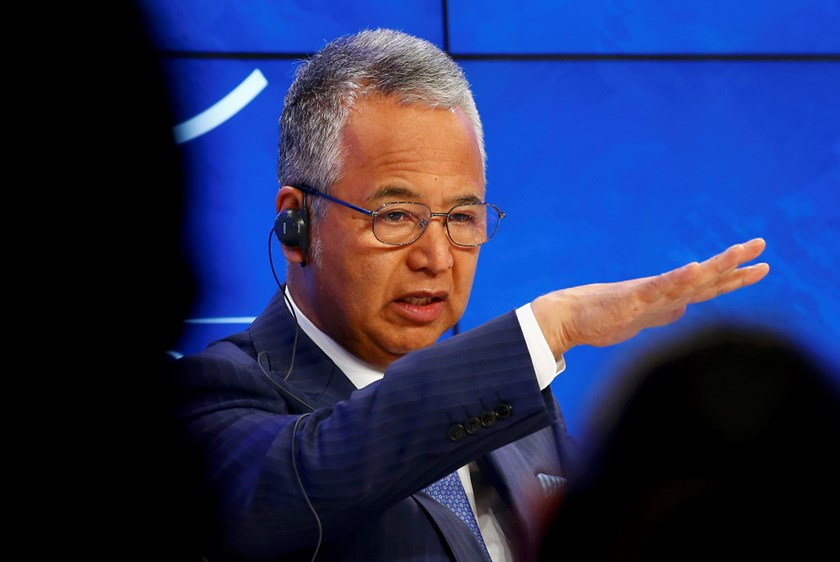 Akira Amari, Japan's Minister for Economic Revitalization and Minister for Economic and Fiscal Policy, addresses the session 'Japan's Future Economy' during the annual meeting of the World Economic Forum (WEF) in Davos, Switzerland January 23, 2016. Photo: Reuters/Ruben Sprich