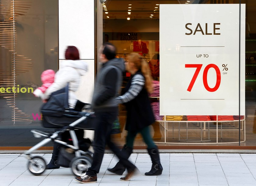 People pass a shop window with a sale offer up to 70 percent in Munich downtown, Germany, January 27, 2016. Photo: Reuters/Michaela Rehle
