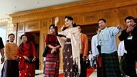 National League for Democracy (NLD) party leader Aung San Suu Kyi waves her hand to Shwe Mann speaker of the Union Parliament as he leaves after attending a farewell ceremony at the Parliament in Naypyitaw, January 29, 2016. Photo: Reuters/Soe Zeya Tun