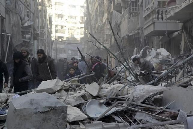 Residents inspect damage after airstrikes by pro-Syrian government forces in the rebel held Al-Shaar neighborhood of Aleppo, Syria February 4, 2016.Photo: Reuters/Abdalrhman Ismail