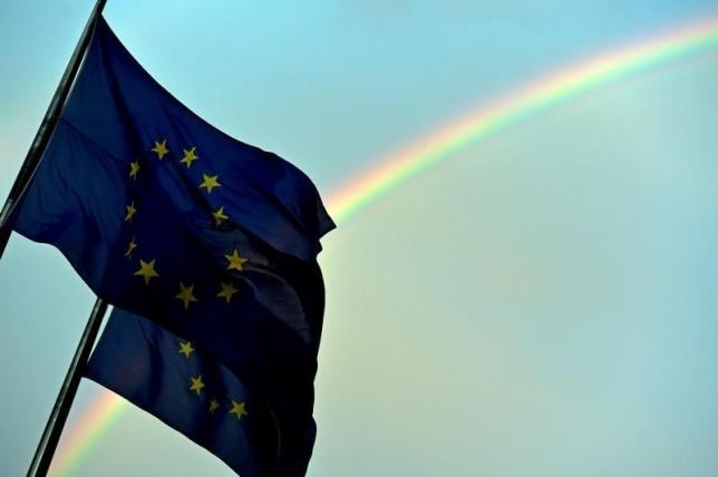 A rainbow is seen behind European flags in Greece at the European Council headquarters in Brussels, Belgium, July 7, 2015. Photo: Reuters/Eric Vidal