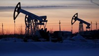 Pump jacks are seen at the Lukoil company owned Imilorskoye oil field, as the sun sets, outside the West Siberian city of Kogalym, Russia, January 25, 2016. Photo: Reuters/Sergei Karpukhin