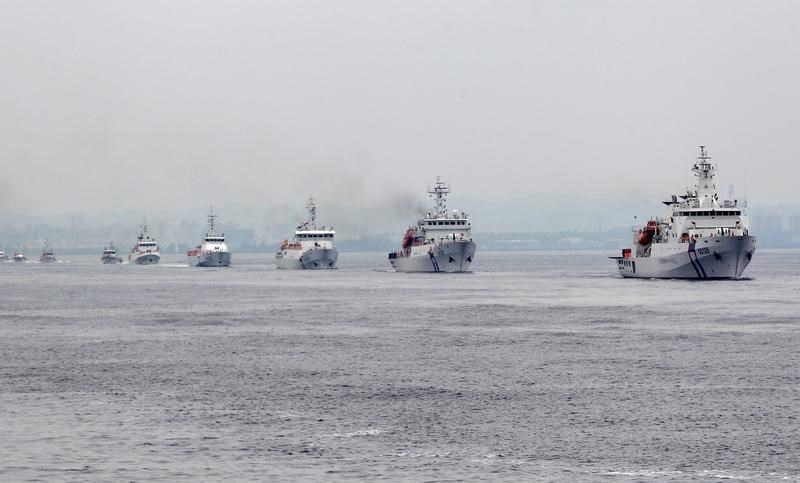Taiwan Coast Guard patrol ships are seen during a drill held about 4 nautical miles out of the port of Kaohsiung, southern Taiwan, June 6, 2015. Photo: Reuters/Pichi Chuang