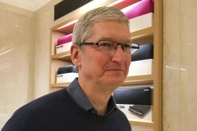 Apple Chief Executive Officer Tim Cook speaks during a event for students to learn to write computer code at the Apple store in the Manhattan borough of New York December 9, 2015.Photo: Reuters/Carlo Allegri/Files