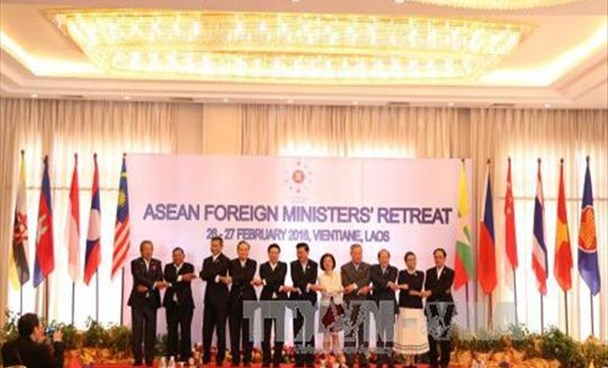 The foreign ministers of Southeast Asia attend the ASEAN Foreign Ministers' Retreat held in Laos on February 26-27, 2016. Photo: VNA