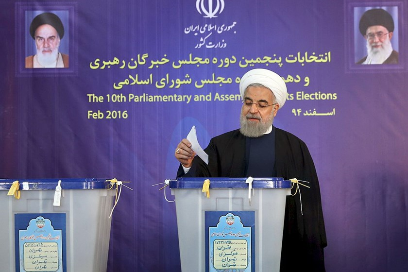 Iranian President Hassan Rouhani casts his vote during elections for the parliament and Assembly of Experts, which has the power to appoint and dismiss the supreme leader, in Tehran February 26, 2016. Photo: Reuters/President.ir/Handout via Reuters