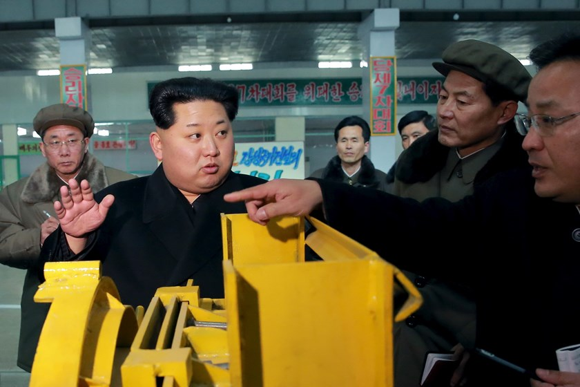 North Korean leader Kim Jong Un visits Taeseung machinery factory in this undated photo released by North Korea's Korean Central News Agency (KCNA) in Pyongyang on March 2, 2016. Photo: REUTERS/KCNA