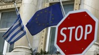 The Greek (L) and European Union flags are seen behind a stop sign in front of the Greek embassy in Vienna, Austria, February 25, 2016. Photo: Reuters/Leonhard Foeger