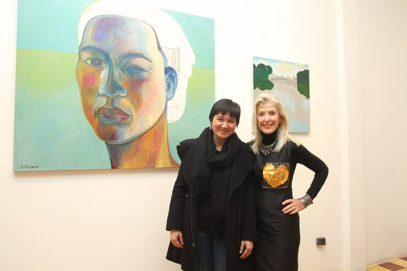 Artist Dinh Thi Tham Poong (left) and Suzanne Lecht, Art Director of Hanoi-based Art Vietnam Gallery. Photo provided by Art Vietnam Gallery