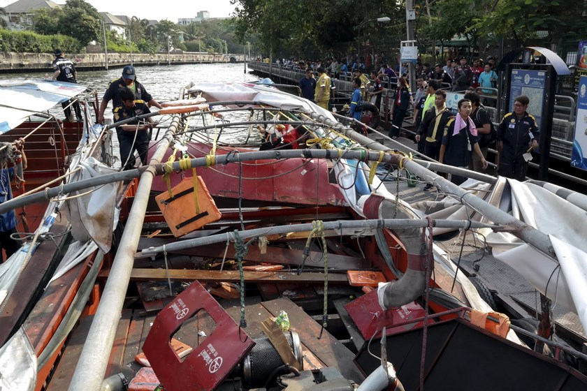 Rescue workers stand next to a river taxi engine which exploded at a canal in Bangkok, Thailand, March 5, 2016. Photo: Reuters/Dailynews