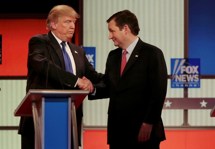 Republican U.S. presidential candidate Donald Trump (L) and rival candidate Ted Cruz shake hands at the conclusion of the U.S. Republican presidential candidates debate in Detroit, Michigan, March 3, 2016. Photo: Reuters/Rebecca Cook