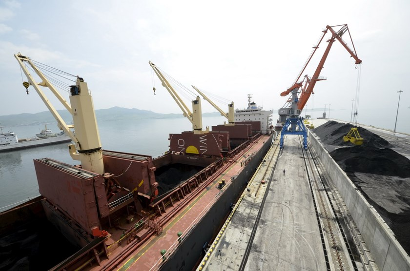 A cargo ship is loaded with coal during the opening ceremony of a new dock at the North Korean port of Rajin in this July 18, 2014 file photo. Photo: Reuters/Yuri Maltsev/Files