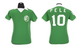 Soccer fans get chance to score in Pele memorabilia auction