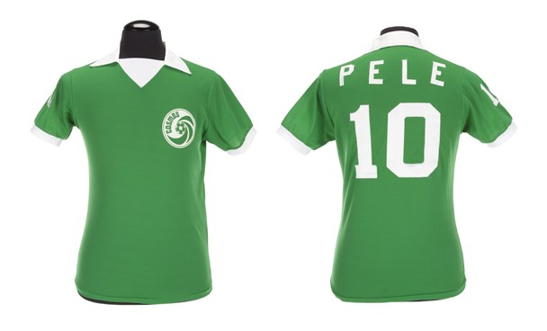 """A green Umbro brand New York Cosmos football jersey number """"10"""" worn by Pele during the 1976 North American Soccer League (NASL) season is shown in this handout image released on March 8, 2016. Photo: Reuters/Julien's Auctions/Handout via Reuters"""