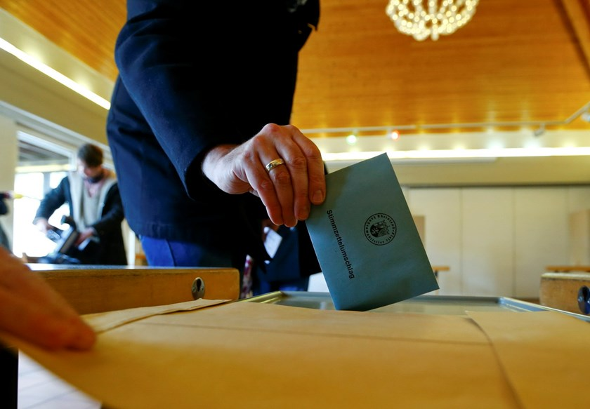A woman casts her vote during regional elections at a polling station in Trier, in the German federal state of Rhineland-Palatinate, March 13, 2016. Photo: Reuters/Ralph Orlowski