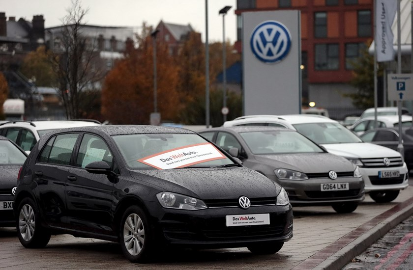 Volkswagen cars are seen parked outside a VW dealership in London, Britain, in this file photograph dated November 5, 2015. Photo: Reuters/Suzanne Plunkett/Files