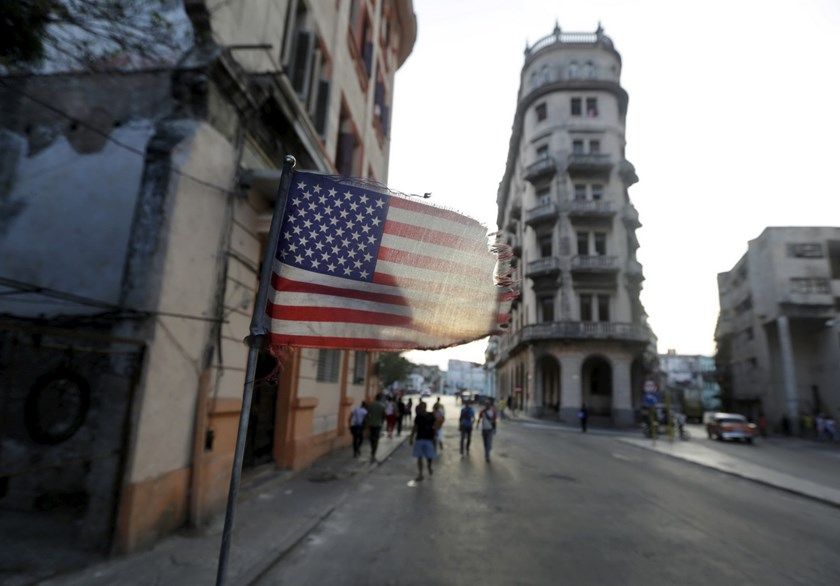A U.S. flag flies on a car in Havana March 16, 2016. Photo: Reuters/Enrique de la Osa