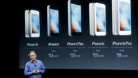 Apple Vice President Greg Joswiak introduces the iPhone SE during an event at the Apple headquarters in Cupertino, California March 21, 2016. Photo: Reuters/Stephen Lam