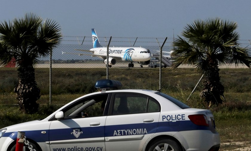 Police stand guard at Larnaca Airport near a hijacked Egyptair Airbus A320 , March 29, 2016. Photo: Reuters/Yiannis Kourtoglou