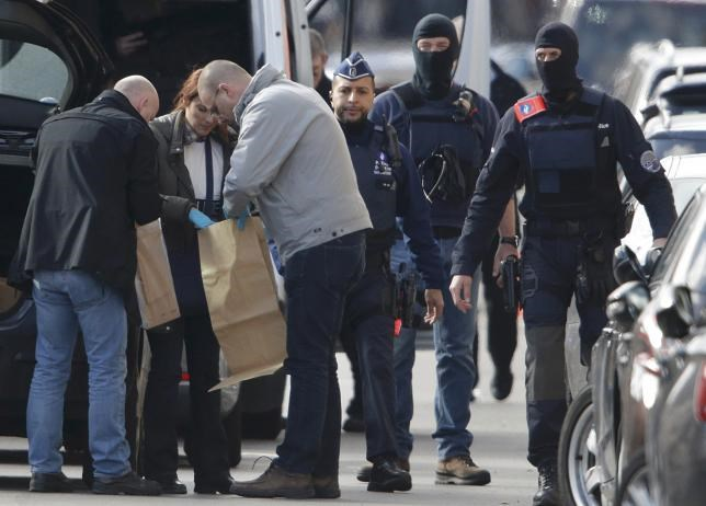 Police look at bags of evidence material during a search in the Brussels borough of Schaerbeek following Tuesday's bombings in Brussels, Belgium, March 25, 2016. Photo: Reuters/Christian Hartmann