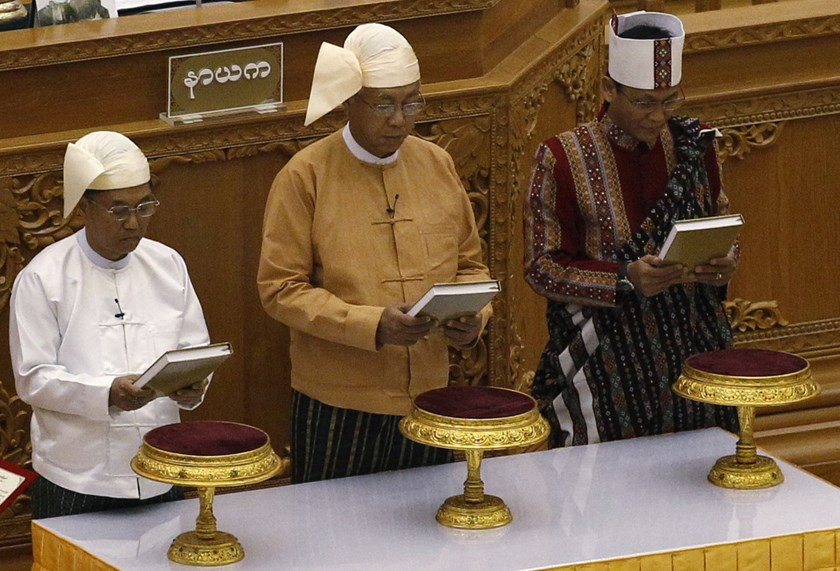 Myanmar's new president Htin Kyaw (C) first Vice President Myint Swe (L) and second Vice President Henry Van Thio swearing-in at union parliament in Naypyitaw March 30, 2016. Photo: Reuters/Soe Zeya Tun