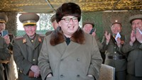 North Korean leader Kim Jong Un attends a demonstration of a new large-caliber multiple rocket launching system at an unknown location, in this undated file photo released by North Korea's Korean Central News Agency (KCNA) on March 22, 2016. Photo: Reuters/KCNA/Files