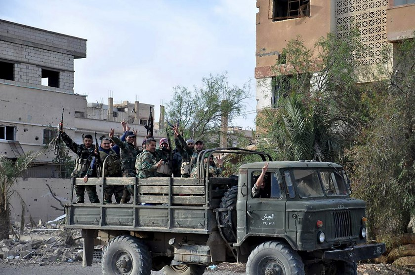Forces loyal to Syria's President Bashar al-Assad flash victory signs while riding on the back of a military truck in Palmyra city, in Homs Governorate in this handout picture provided by SANA on March 27, 2016. Photo: Reuters /SANA/Handout via Reuters