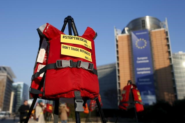 Lifejackets are pictured in front of the European Commission headquarters during a protest by Amnesty International in Brussels, Belgium, March 17, 2016. Photo: Reuters/Francois Lenoir