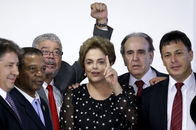 Brazil's President Dilma Rousseff (C) gestures during a ceremony for a contract renewal between the Special Secretariat of Ports and Container Terminal of Paranagua, at the Planalto Palace in Brasilia, Brazil April 13, 2016. Photo: Reuters/Ueslei Marcelino