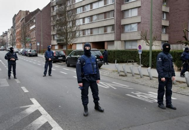 Police at the scene of a security operation in the Brussels suburb of Molenbeek in Brussels, Belgium, March 18, 2016. Photo: Reuters/Francois Lenoir