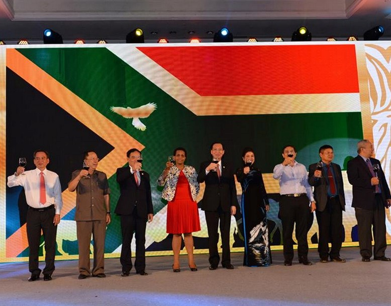 Officials, including Vice Chairman of HCMC People's Committee Le Thanh Liem (C), celebrate the South Africa's Freedom Day on April 22, 2016. Photo credit: South Africa Consulate in HCMC
