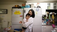 Jeong Bo-mi, 37, among a group of South Korean parents who sued a post-partum care centre seeking compensation after babies were infected with latent tuberculosis, takes care of her baby, who was not infected but was treated as a preventive measure, at her home in Seoul, South Korea, April 7, 2016. Photo: Reuters/Kim Hong-Ji