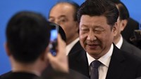 China's President Xi Jinping is photographed by a smartphone at the opening ceremony of the fifth regular foreign ministers' meeting of the Conference on Interaction and Confidence Building Measures in Asia (CICA) at the Diaoyutai State Guesthouse in Beijing April 28, 2016. Photo: Reuters/Kyodo News/Iori Sagisawa/Pool