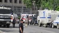 Police officers secure the area after an explosion in front of the city's police headquarters in Gaziantep, Turkey May 1, 2016. Photo: Ihlas News Agency via Reuters